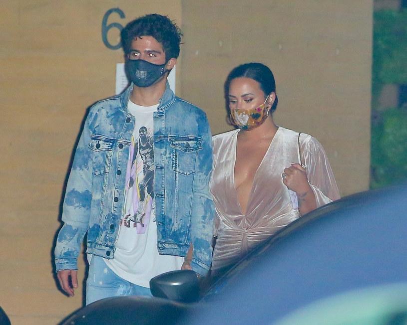 Demi Lovato i Max Ehrich zerwali zaręczyny i przestali być parą. Wokalistka w wymowny sposób skomentowała całą sprawę na Instagramie.