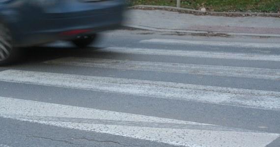 Nie żyje 15-latka potrącona w ubiegły weekend w Godowie w powiecie wodzisławskim (Śląskie) przez pijanego 19-latka. O śmierci dziewczyny poinformowało Górnośląskie Centrum Zdrowia Dziecka w Katowicach, gdzie trafiła po wypadku.