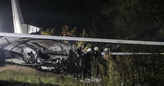 Ukraińskie Ministerstwo Spraw Wewnętrznych poinformowało o katastrofie lotniczej w okolicach miasta Czuhujiw w obwodzie charkowskim. Rozbił się samolot Sił Zbrojnych Ukrainy. Zginęły 22 osoby.