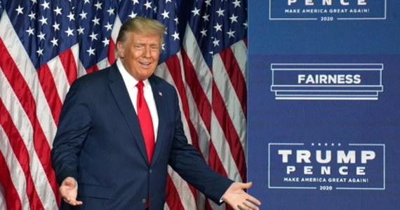 Prezydent USA Donald Trump przedstawił program wyborczy dla Afroamerykanów. Oprócz postulatów gospodarczych jest w nim m.in. zapowiedź uznania rasistowskiego Ku Klux Klanu i skrajnie lewicowej Antify za organizacje terrorystyczne. W listopadzie za oceanem wybory prezydenckie.