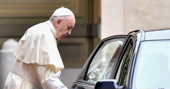 Zdymisjonowany przez Franciszka z powodu nieprawidłowości finansowych prefekt Kongregacji Spraw Kanonizacyjnych kardynał Angelo Becciu rzuca mu wyzwanie - podkreśla sobotnia włoska prasa. Hierarcha broni się i atakuje - czytamy w dziennikach.