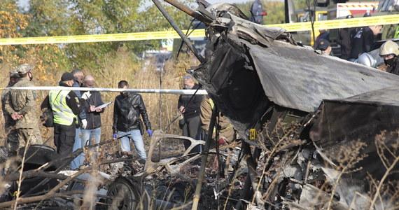 Bilans ofiar śmiertelnych katastrofy samolotu An-26 w obwodzie charkowskim na Ukrainie wzrósł do 26. Na miejscu tragedii znaleziono łącznie 25 ciał, jedna osoba zmarła w szpitalu, a jedna jest ranna - podała państwowa służba ds. sytuacji nadzwyczajnych.