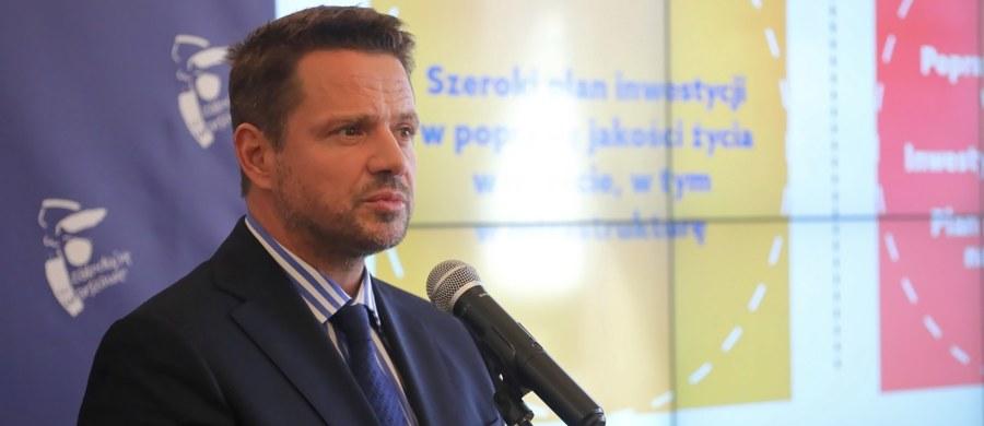 """""""Musimy przestać zajmować się sami sobą, musimy iść do przodu, myśleć o przyszłości. Wiem i jestem przekonany, że zrobimy to razem, dlatego że zajmowania się sami sobą mamy po prostu dosyć"""" – mówił wiceszef Platformy Obywatelskiej Rafał Trzaskowski na posiedzeniu Rady Krajowej tej partii. """"Trzeba wyjść z pola karnego, koniec spierania się o pozycję, musimy pokazać, że jesteśmy gotowi, bo absolutnie jesteśmy gotowi. Czas iść do przodu i czas wygrywać kolejne wybory"""" – dodał prezydent Warszawy."""