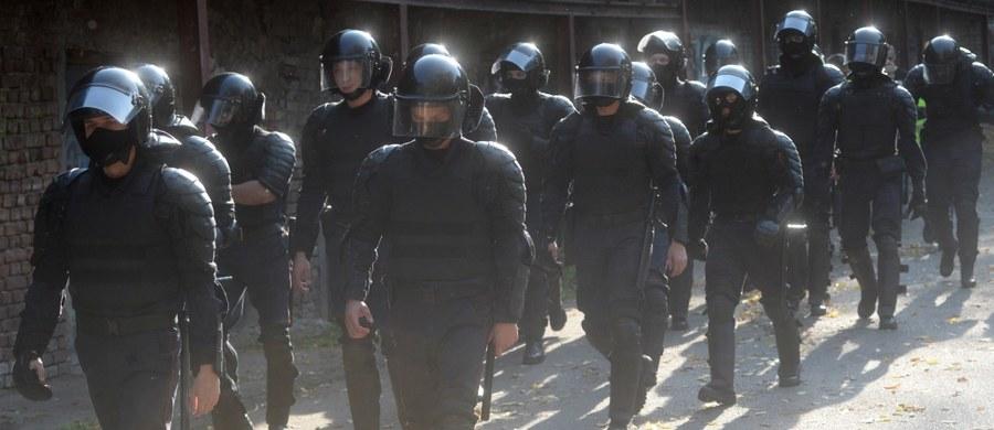 """Grupa hakerów popierających białoruski protest, która określa się jako """"cyberpartyzanci"""", włamała się w sobotę na stronę telewizji państwowej. Podczas transmisji internetowej pojawiły się kadry z brutalnego rozpędzania protestów."""