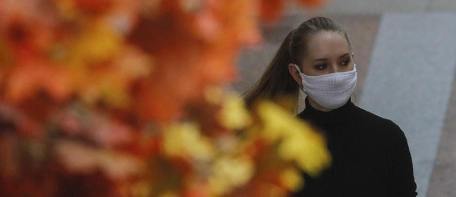 1350 nowych zakażeń i 8 kolejnych zgonów pacjentów z Covid-19 - oto najnowszy dobowy bilans epidemii koronawirusa w Polsce. Ostatniej doby wyzdrowiało 578 osób chorych na COVID-19.