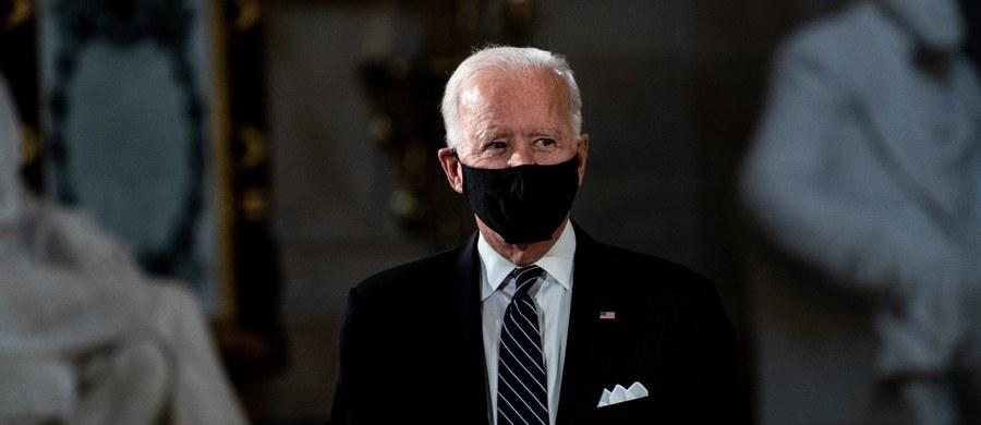 """Joe Biden - były wiceprezydent Stanów Zjednoczonych i kandydat Demokratów na prezydenta - w telewizyjnym wywiadzie porównał Donalda Trumpa do Josepha Goebbelsa - bliskiego współpracownika Adolfa Hitlera i jego ministra propagandy. Była to odpowiedź na powtarzane przez prezydenta USA zarzuty dotyczące rzekomo """"socjalistycznej agendy"""" Bidena."""