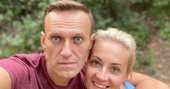 """Kanclerz Niemiec Angela Merkel odwiedziła lidera antykremlowskiej opozycji Aleksieja Nawalnego, gdy był leczony w berlińskiej klinice po próbie otrucia go nowiczokiem – podał tygodnik """"Der Spiegel""""."""