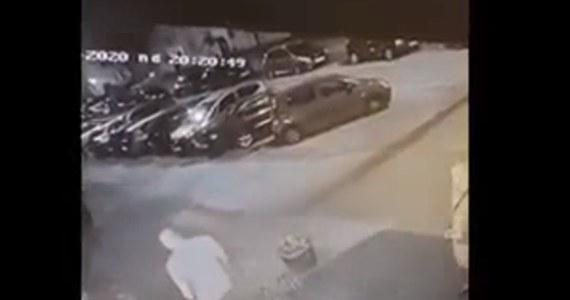 Główny podejrzany w sprawie brutalnego pobicia ekspedientki jednego ze sklepów w Radomiu jest ścigany listem gończym. Prokuratura będzie też wnioskować do miejscowego sądu o wydanie Europejskiego Nakazu Aresztowania.