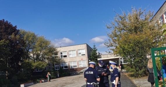 Dramatyczne wydarzenia w V Liceum Ogólnokształcącym w Zielonej Górze. 16-latka przy użyciu dwóch noży zaatakowała o poranku uczniów szkoły. Trzy osoby zostały ranne.