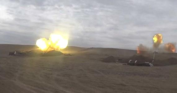 Armenia poinformowała, że turecki myśliwiec F-16 zestrzelił w jej przestrzeni powietrznej armeński samolot bojowy Su-25. Według ministerstwa obrony w Erywaniu zginął pilot maszyny. Turcja i Azerbejdżan zaprzeczają.