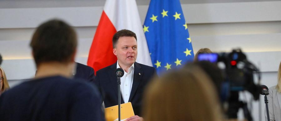 """""""Za chwilę przystępuję do procesu rejestracji partii politycznej. To jest ten trzeci element, którego powstanie zapowiadaliśmy. (...) Teraz to staje się ciałem, w dniu dzisiejszym rozpoczynamy tę procedurę"""" – ogłosił we wtorek lider ruchu Polska 2050 Szymon Hołownia. Zastrzegł, że nie może podać nazwy partii do momentu złożenia dokumentów do sądu rejestrowego."""