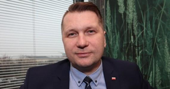Popiera kary cielesne, rozdawał medale za walkę z LGBT. Przemysław Czarnek ma być nowym ministrem edukacji  - RMF 24