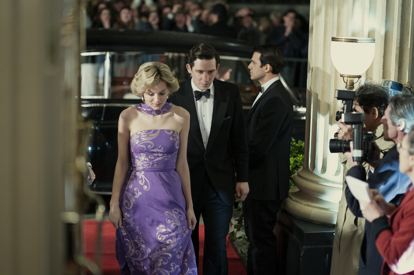 """Cztery wyemitowane do tej pory sezony serialu o brytyjskiej rodzinie królewskiej sprawiły, że stał się on jedną z najchętniej oglądanych produkcji Netfliksa. Nic więc dziwnego, że oczekiwania wobec przedostatniej, piątej serii """"The Crown"""" są ogromne."""