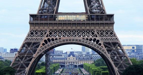"""""""Słyszeliście ten wybuch?"""", """"Co się dzieje w Paryżu?"""" - w przeciągu kilku minut Twitter został zalany wpisami zaniepokojonych paryżan. O słyszanej w stolicy Francji eksplozji napisała także agencja Reutera, powołując się na świadków. Policja po chwili uspokoiła: To samolot przekroczył nad Paryżem barierę dźwięku."""