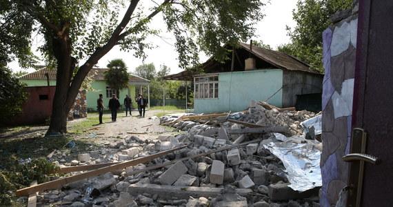 Ministerstwo obrony Górskiego Karabachu poinformowało w środę o kolejnych 23 ofiarach starć między siłami Armenii i Azerbejdżanu. Czwarty dzień kontynuowane są walki w tym separatystycznym regionie, a starcia, jak pisze AP, rozprzestrzeniają się poza jego granice.