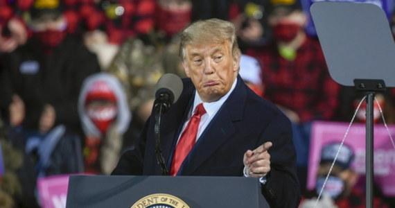 """Donald Trump ogłosił się zwycięzcą pierwszej przed tegorocznymi wyborami debaty prezydenckiej. Ubiegający się o reelekcję prezydent USA stwierdził, że wygrał starcie """"bez trudu"""", a jego rywal Joe Biden… """"jęczał""""."""