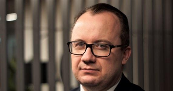 Rzecznik Praw Obywatelskich Adam Bodnar sprzeciwia się opróżnianiu urzędu RPO przed powołaniem swojego następcy. RPO właśnie skierował do Trybunału Konstytucyjnego stanowisko w związku z wnioskiem posłów PiS o stwierdzenie niekonstytucyjności przepisów w tej sprawie. Trybunał ma się zająć sprawą już 20 października.