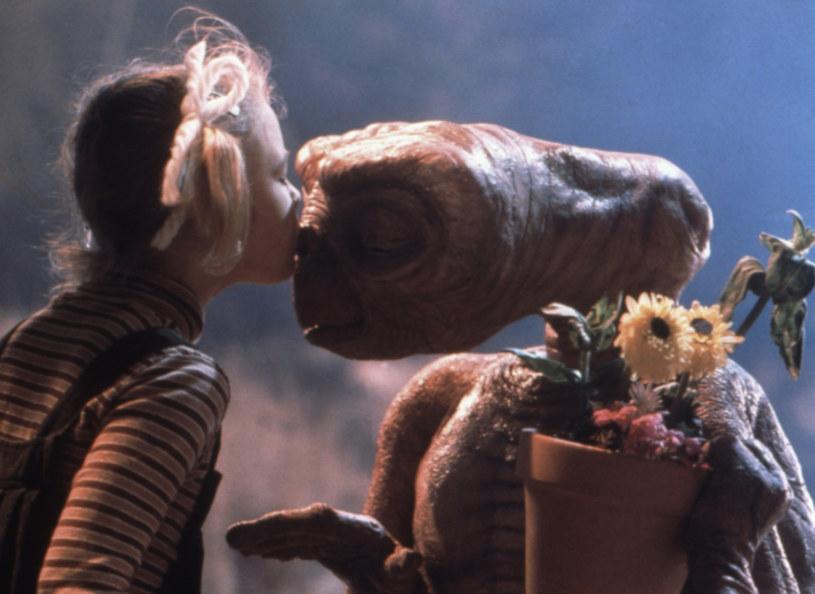 """Rola w """"E.T."""" uczyniła Drew Barrymore na początku lat 80. XX wieku najsłynniejszą dziecięcą aktorką na świecie. Gwiazda wciąż ma w domu jeden przedmiot, który pochodzi z planu tej produkcji. Co to jest?"""