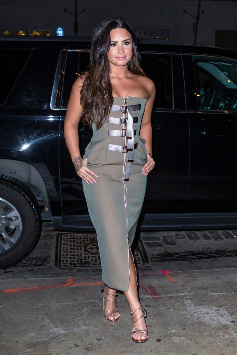 """Demi Lovato niespodziewanie wypuściła nową piosenkę pt. """"Still Have Me"""". Według fanów to jej komentarz po zerwaniu zaręczyn z aktorem Maxem Ehrichem."""