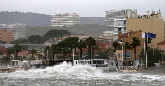 Setki strażaków poszukują ośmiu osób zaginionych w czasie huraganów i powodzi, które odcięły od świata kilka miejscowości w południowo-wschodniej części Francji.