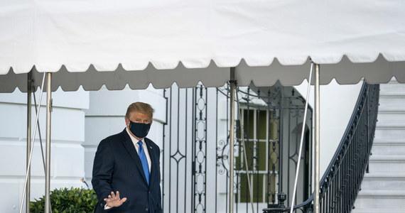 """""""Nie czułem się zbyt dobrze, ale teraz jest dużo lepiej"""" - powiedział w opublikowanym nagraniu z wojskowego szpitala prezydent USA Donald Trump. Zaprzeczył tym samym plotkom, że ma poważne problemy z oddychaniem. Dodał, że najbliższe dni """"będą prawdziwym testem"""", ale chce wrócić jak najszybciej do zdrowia, by """"uczynić Amerykę wielką""""."""