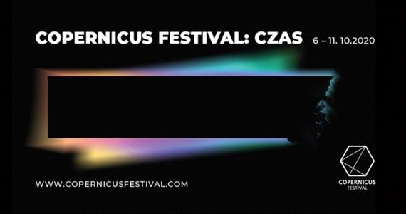 6 października rozpocznie się tegoroczny Copernicus Festival, impreza, której celem jest popularyzacja nauki i filozofii, wyjaśnianie ich wpływu na życie społeczne oraz pokazywanie różnorodnych relacji między nimi a innymi dziedzinami kultury, w tym literaturą i sztuką. W tym roku, w związku z pandemią koronawirusa, spotkania z prelegentami przeniesione zostały do sieci. Hasłem przewodnim tej edycji Copernicus Festival jest czas.