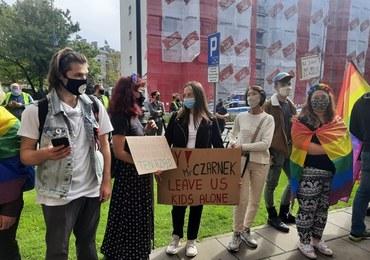 """""""Czarnek precz"""", """"Ministrze, zgłoś nieprzygotowanie"""". Protest w Warszawie"""