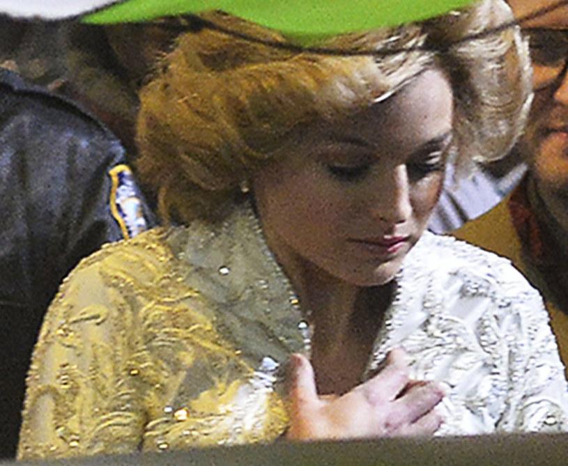 """Emma Corrin, brytyjska aktorka, którą w czwartym sezonie serialu """"The Crown"""" zobaczymy w roli Lady Di, w najnowszym wywiadzie przyznała, że angaż do popularnej produkcji był dla niej dużym wyzwaniem. """"Oczekiwania wobec mnie były od samego początku przytłaczające"""" - wyznała. I zaznaczyła, że potrafi utożsamić się z problemami natury psychicznej, z jakimi borykała się arystokratka."""