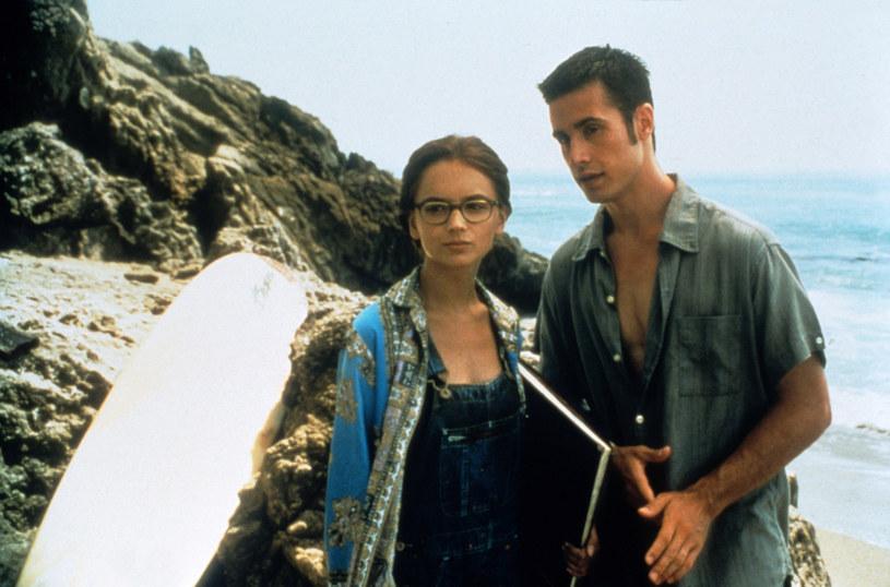 """Powstaje nowa wersja kultowej młodzieżowej komedii romantycznej """"Cała ona"""". Zgodnie z panującymi obecnie w przemyśle filmowym trendami, w scenariuszu nowego filmu dokonane zostaną znaczące zmiany dotyczące płci głównych bohaterów."""