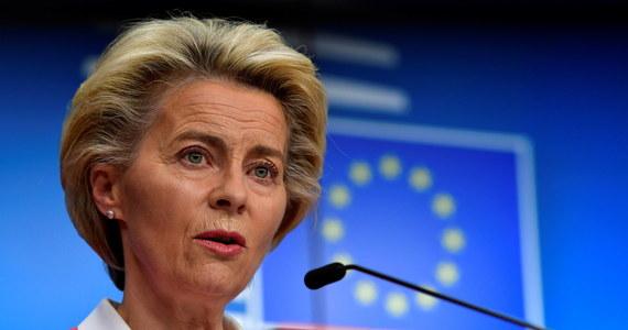 """""""Przeprowadzony najnowszy test na obecność koronawirusa u przewodniczącej Komisji Europejskiej Ursuli von der Leyen dał negatywny rezultat"""" - poinformował rzecznik Komisji Europejskiej Eric Mamer. Ursula von der Leyen poddała się kwarantannie po kontakcie z osobą zakażoną koronawirusem. Portugalskie media ustaliły, że izolacja ma związek z zakończoną przez Leyen wizytą w Lizbonie."""