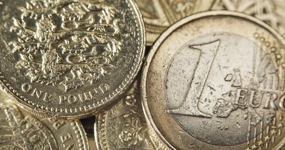 Główny Urząd Statystyczny skorygował dane dotyczące produktu krajowego brutto (PKB) w zeszłym roku. Według poprawionych informacji, PKB Polski urósł w 2019 roku o 4,5 proc., a nie jak szacowano wcześniej o 4,1 procent. Wyjątkowa skala korekty może pomóc uzyskać Polsce więcej unijnych pieniędzy.