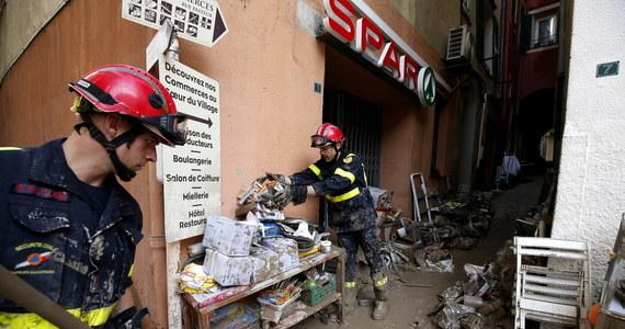 Cztery osoby zginęły, a 18 nadal jest zaginionych w wyniku burz i powodzi, które przeszły przez południe Francji w nocy - poinformowała rzeczniczka prefektury Alpes Maritimes. Wezbrane wody rzek zniszczyły domy, mosty i uszkodziły wiele dróg.