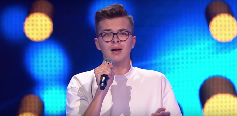 """Występ 17-letniego Miłosza Mogielskiego w """"The Voice of Poland"""" wzbudził spore emocje. Wszystko ze względu na buczenie, które w pewnym momencie słychać w trakcie rozmowy z trenerami."""