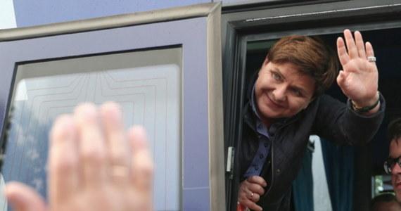 Nadleśnictwo Niepołomice wynajęło gajówkę teściowi syna Beaty Szydło. Syn byłej szefowej rządu jest jedną z osób, które mają prawo do korzystania z nieruchomości - pisze Onet. Miesięczna opłata za wynajem budynku wynosi 388 zł.