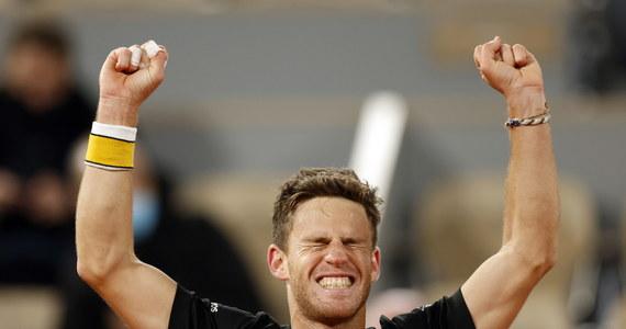 """Austriak Dominic Thiem, triumfator niedawnego US Open, przegrał z Diego Schwartzmanem 6:7 (1-7), 7:5, 7:6 (8-6), 6:7 (5-7), 2:6 w ćwierćfinale French Open. Argentyński tenisista po raz pierwszy w karierze awansował do czołowej """"czwórki"""" w Wielkim Szlemie."""