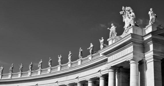 """Pół miliona euro za doradztwo dostała od Watykanu włoska ekspertka w dziedzinie relacji dyplomatycznych, która współpracowała z Sekretariatem Stanu, gdy zastępcą sekretarza był tam obecny kardynał Angelo Becciu - podał we wtorek dziennik """"Corriere della Sera""""."""
