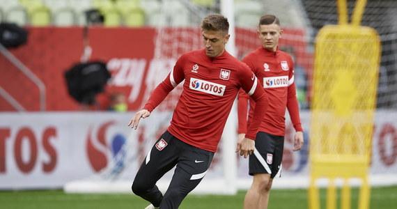 Towarzyski mecz z Finlandią w Gdańsku będzie dla Jerzego Brzęczka okazją do sprawdzenia dublerów - trochę z konieczności, ponieważ przypadki koronawirusa i kontuzje wyeliminowały z kadry kilku piłkarzy. Początek spotkania: o 20:45.