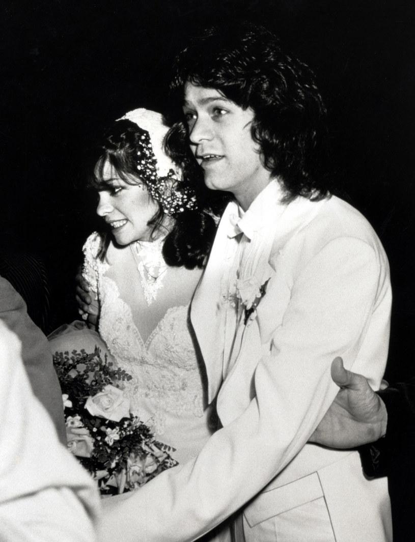 """""""40 lat temu moje życie zmieniło się na zawsze, kiedy cię poznałam"""" - napisała w mediach społecznościowych amerykańska aktorka Valerie Bertinelli, w latach 1981-2007 żona zmarłego 6 października Eddiego Van Halena, legendarnego gitarzysty grupy Van Halen."""