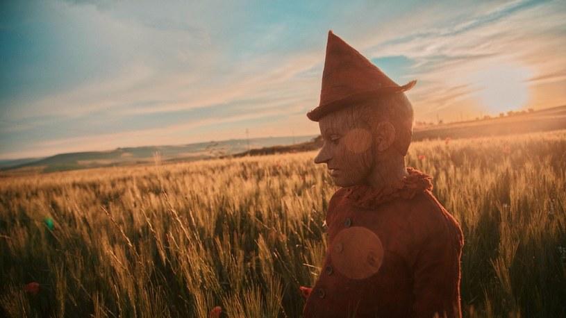 """""""Pinokio"""" był moim marzeniem od dawna - przyznaje Matteo Garrone, reżyser najnowszej ekranizacji """"Pinokia"""" Carlo Collodiego - najpopularniejszej książki dla dzieci wszech czasów, którą przetłumaczono na rekordową liczbę ponad 260 języków świata."""