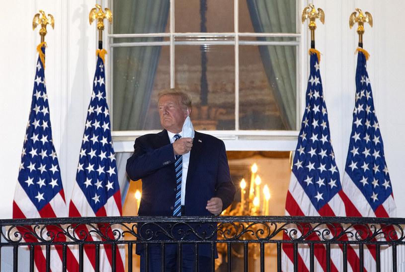 Słowa Donalda Trumpa na temat koronawirusa, krótko po tym, jak wyszedł ze szpitala, odbiły się szerokim echem na całym świecie. Zareagować postanowiły rodziny zmarłych na COVID-19 muzyka Johna Prine'a oraz aktora i wokalisty Nicka Cordero.