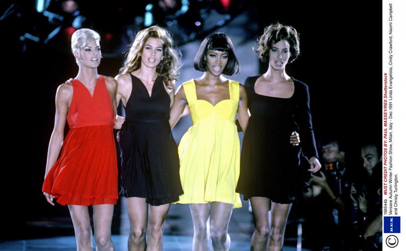 """Naomi Campbell, Christy Turlington, Cindy Crawford i Linda Evangelista. Te legendarne modelki będą bohaterkami serialu dokumentalnego """"The Supermodels"""", który został właśnie zamówiony przez platformę Apple TV+. Produkcja przybliży czas, gdy królowały one na wybiegach, ale pokaże również, jak wygląda ich obecne życie."""