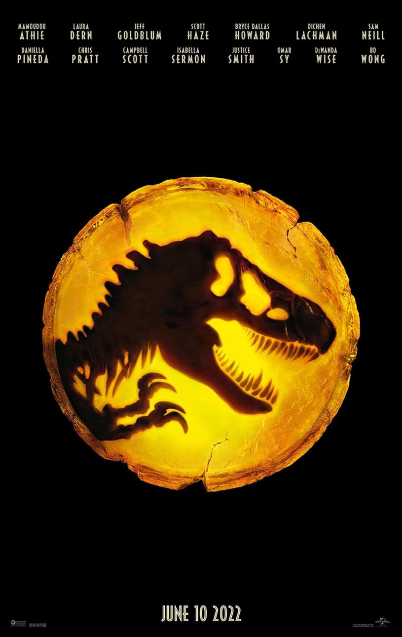 """Choć twórcy filmu """"Jurassic World: Dominion"""" jako jedni z pierwszych powrócili na plan po przerwie spowodowanej pandemią COVID-19, a zdjęcia do niego są bliskie ukończenia, studio filmowe Universal zdecydowało się przesunąć jego premierę i to aż o rok. Film w reżyserii Colina Trevorrowa pojawi się w kinach dopiero 10 czerwca 2022 roku."""