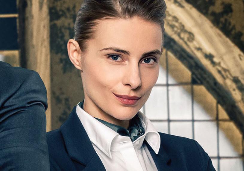 """W filmie """"Banksterzy"""", który pokazuje bankowe bezprawie w Polsce, Katarzyna Zawadzka zagrała wyjątkowo bezwzględną postać. Taką, która u osób, które padły ofiarą kredytu we frankach, może wywołać gęsią skórkę. Aktorka przekonała się o tym zresztą już na planie filmowym…"""