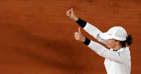 Tenisistki Iga Świątek i Nicole Melicher z USA pokonały Amerykanki Asię Muhammad i Jessicę Pegulę 6:3, 6:4 w ćwierćfinale debla French Open. Polka wczoraj w Paryżu po raz pierwszy w karierze awansowała zaś do wielkoszlemowego półfinału w singlu.