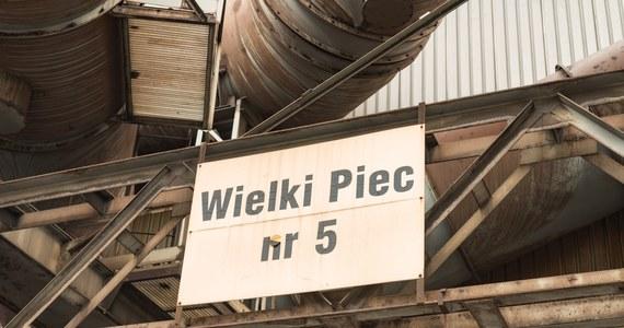 ArcelorMittal Poland ogłosił decyzję o zamknięciu na stałe części surowcowej w krakowskiej hucie, czyli wielkiego pieca i stalowni. Spółka zamierza skoncentrować produkcję surowcową w swoim oddziale w Dąbrowie Górniczej.
