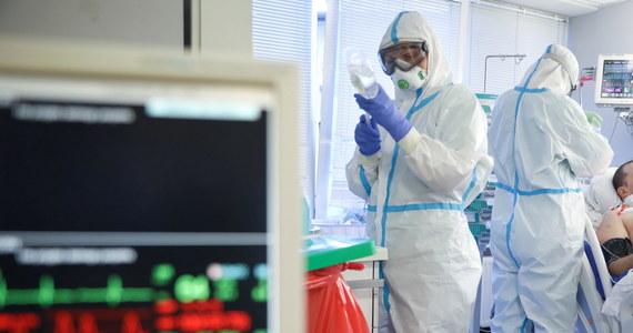 Ministerstwo Zdrowia poinformowało o 4739 nowych przypadkach zakażenia koronawirusem - to najwyższa liczba dobowych zakażeń od początku wybuchu pandemii w Polsce. Nie żyją 52 osoby. Najwięcej nowych przypadków jest w Małopolsce - aż 724. Wykonano o ponad połowę mniej testów niż dobę wcześniej. Bilans pandemii koronawirusa w Polsce to 116 338 zarażonych. Zmarło 2919 z nich.