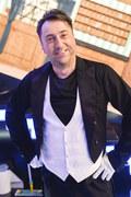 """Marcin Miller zaprasza na """"Szaloną 30-tkę zespołu Boys"""". Kto pojawi się na scenie? [DATA, TRANSMISJA]"""