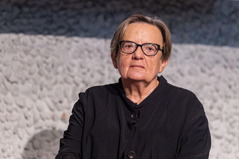"""Jan Mikolasek jest Darwinem czeskiego zielarstwa. W mojej ekipie każdy miał kogoś, kto się u niego leczył - powiedziała PAP Agnieszka Holland, której najnowszy film zatytułowany """"Szarlatan"""" właśnie wszedł na ekrany polskich kin."""