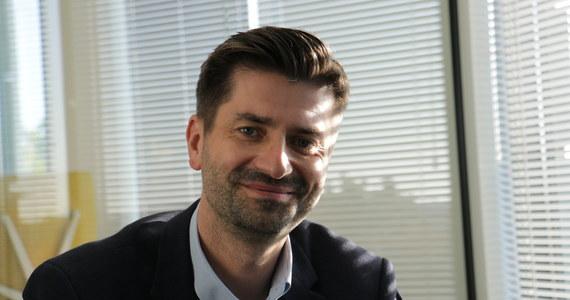 Wiceszef klubu Lewicy Krzysztof Śmiszek poinformował, że potwierdzono u niego zakażenie koronawirusem. Jak zapewnił, czuje się dobrze.