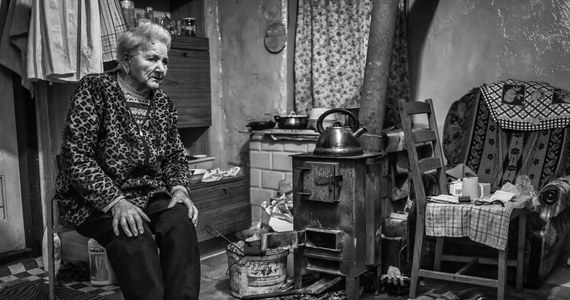Pani Ula dzięki wolontariuszom Szlachetnej Paczki zaczęła stawać na nogi. Uwierzyła w siebie, znalazła pracę, a kilka miesięcy później ją straciła. Przez pandemię. Rodzinom dotkniętym m.in. skutkami COVID-19 chce w tym roku pomóc Szlachetna Paczka. By tego dokonać potrzebni są jednak wolontariusze, a ich wciąż brakuje - na terenie całego kraju. To ostatni moment, by zostać jednym z nich: https://www.szlachetnapaczka.pl/.
